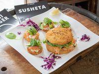 Combinado -  Sushi burger Godzilla + 4 sushetitas bambú