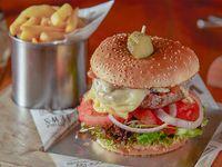 Bourbon burger con papas fritas