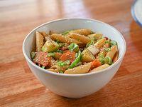 Pasta al wok con vegetales de estación