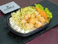 Ensalada Poked Emiru con base de arroz de sushi