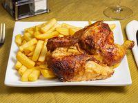 Combo - 1/2 Pollo a la brasa marinado en especias + Papas fritas + Ensalada + Ají + Cremas