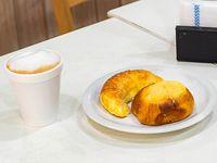 Combo Desayuno - 2 facturas + café