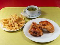 Promoción para 2 - 1/2 pollo asado + papas fritas medianas + 2 consomé + ají y salsas + 2 bebida lata 350 ml