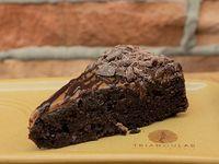 Combo de Café Americano 9 Onzas y Torta Perfecta de Chocolate