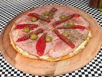 Pizza mediana 32 cm con jamón y morrón