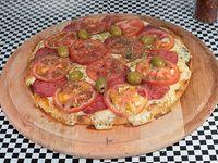 Pizza mediana 32 cm con calabresa y tomate