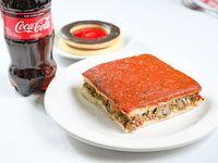 Combo - Pizza rellena de carne + postre del día de regalo + gaseosa línea Coca-Cola