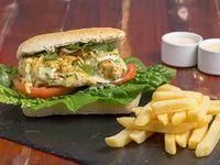Maldita hamburguesa vegetariana con papas fritas