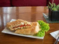 Sándwich panini de pollo