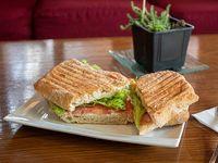 Sándwich panini de jamón serrano