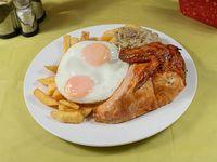 1/4 de pollo asado + papa frita o arroz + cebolla caramelizada + 2 huevos fritos