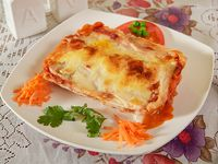 Lasagna bolognesa + gaseosa 220 ml + pan + cubierto