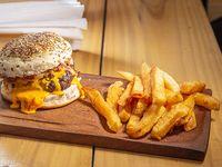 Hamburguesa americana + papas fritas