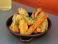 Porción de papas al horno a la provenzal