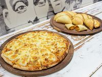 Promo - 12 empanadas + pizza muzzarella (8 porciones)