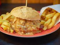 Sándwich de carne mechada mechore + porción de papas fritas + bebida 350 ml