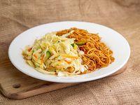 Fideos chow mein con chop suey de vegetales salteados