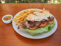 Sándwich de Bondiola o de Vacio con fritas