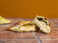 25 - Empanada provolone veggie