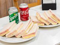 Combo - 8 Sándwiches de miga de jamón y queso + 2 Gaseosas 354 ml