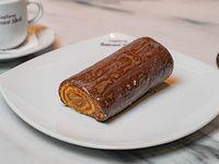Arrollado de pionono bañado en chocolate