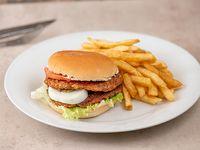 Hamburguesa doble Malú con papas fritas