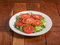 Ensalada mixta de lechuga, tomate y cebolla