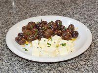 Olivas negras y queso Griego