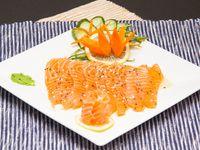 Tiradito de salmón (10 unidades)
