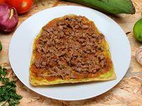 Patacón con Carne Picada con Hogao y Guacamole