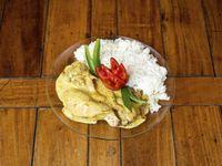 Pechuga de pollo a la mostaza con arroz y queso