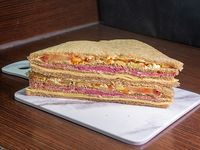 Sándwich cuadruple vegetariano