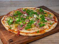 Pizza con panceta y verdeo