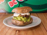 350 - Sándwich de queso blanco, palta, berenjenas y aceitunas