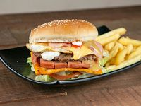 Combo - Hamburguesa triple bomba + Papas fritas + Soda en lata