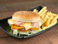 Combo - Hamburguesa de pollo + Papas fritas + Soda en lata