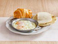 Huevos Cacerola con Arepa, Queso y Pan
