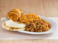 Calentado de Frijoles, Arepa, Queso y Pan