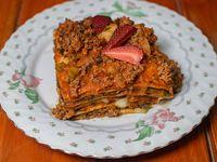 Lasaña de carne, verduras, jamón y queso