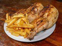 Pollo entero con fritas o ensalada
