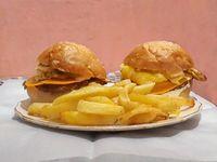 Promo - Hamburguesa x2 con cheddar y papas fritas