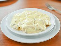 Capeletis con salsa crema