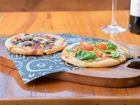 Pizza x 2 - Pasta de tomates rústica con mozzarella y agregados