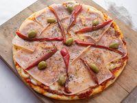 Pizza de jamón y morrón  (8 porciones)