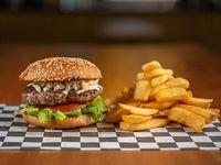 Burger infantil con papas fritas