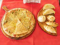 Promo 1 - Pizza muzzarella + 6 empanadas