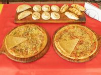 Promo 2 - 2 pizzas muzzarellas + 12 empanadas