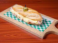 Emparedado de jamón y queso