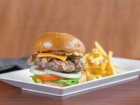 Menú - Hamburguesa especial + papas fritas + bebida (todos los días a partir de las 12 hs)m)