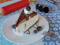 Trozo de cheesecake de oreo